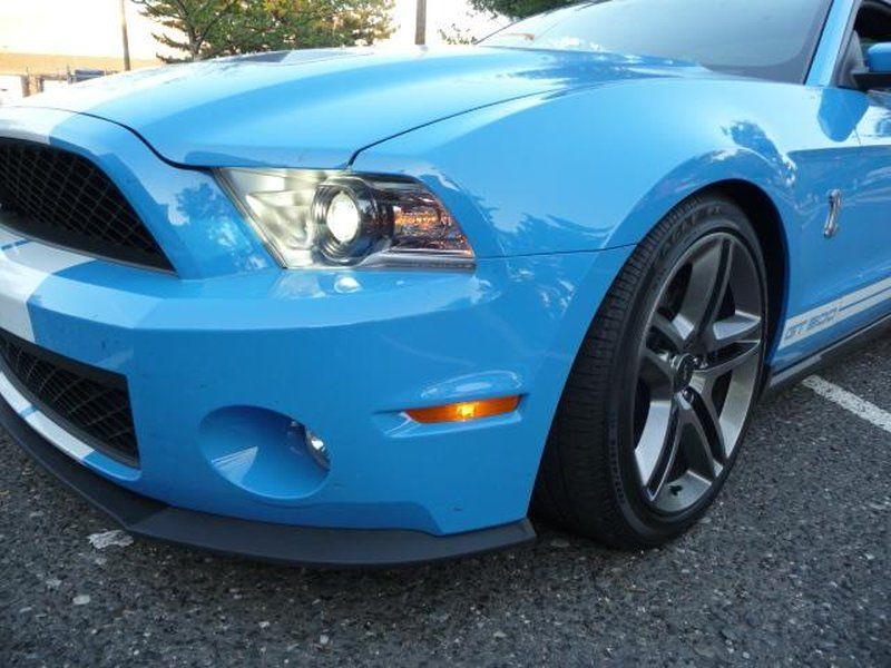 Ford Mustang 2014. Двенадцать динамиков порадуют водителя и пассажиров приятной музыкой.