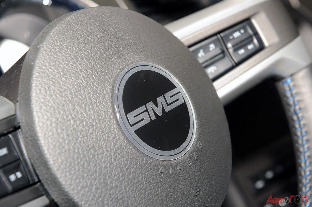 Ford Mustang 2014. Материалами отделки салона стали натуральная кожа, алюминиевые и карбоновые вставки